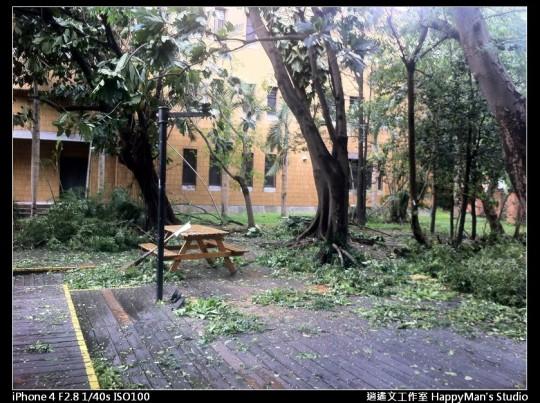 被蘇力颱風掃過的校園 (2)