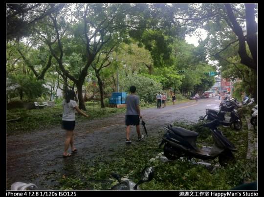 被蘇力颱風掃過的校園 (4)