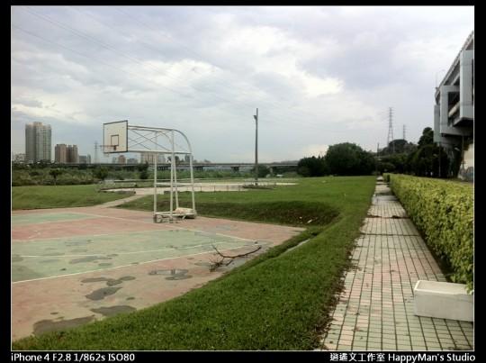 被蘇力颱風掃過的福和河堤
