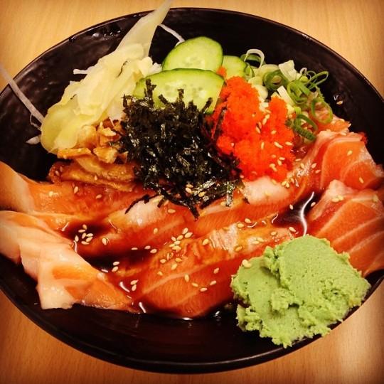 鮭魚腹肉丼