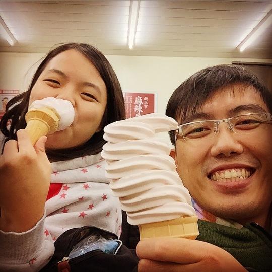 歐付寶吃霜淇淋